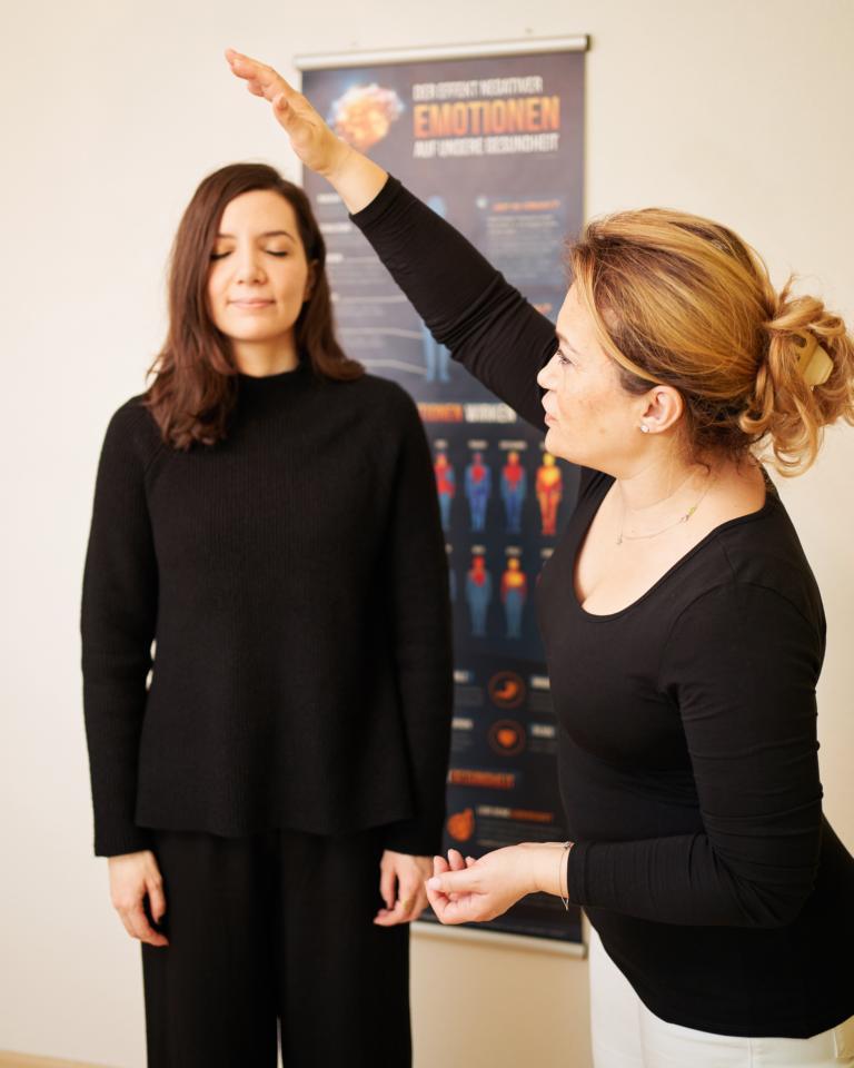 Nili Abazi Energie-Coach und Hypnose, Methode Energie-Coaching